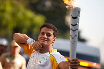 26-07-2016-Torch-Relay-Pele-inside-03